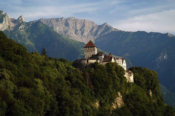 640px-SchlossvaduzLiechenstein